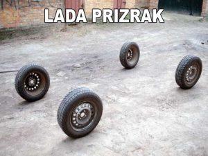 Видны лишь колёса